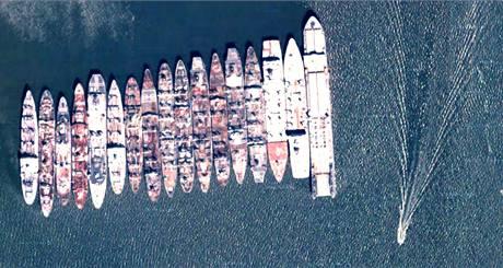 Záložní lodě na řece James ve Virginii určené pro národní obranu USA.