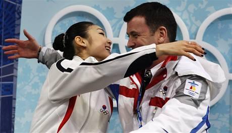 Korejská krasobruslařka Kim Ju-na a její kanadský trenér Brian Orser.
