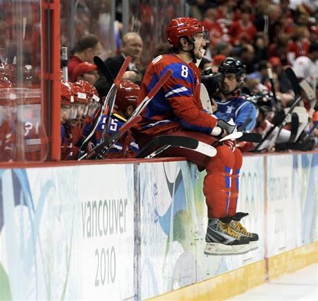 GALERIE PORAŽENÝCH II. Alexandr Ovečkin se mezi českými fanoušky proslavil zákrokem na Jaromíra Jágra. Mezi fanoušky ruskými se už neproslaví, jeho tým vypadl ve čtvrtfinále s Kanadou dost krušným způsobem - 3:7.