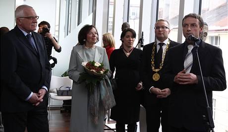 Na otevření zrekonstruované radnice Prahy 6 zavítal prezident Václav Klaus s manželkou i primátor Pavel Bém