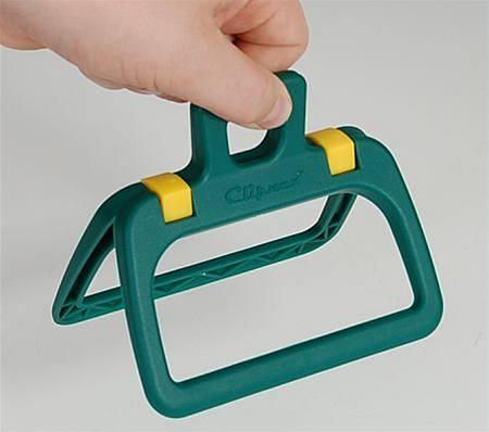 Sběrač na psí exkrementy - přes sáček jím secvakněte hovínko a okraje pytlíku otočte