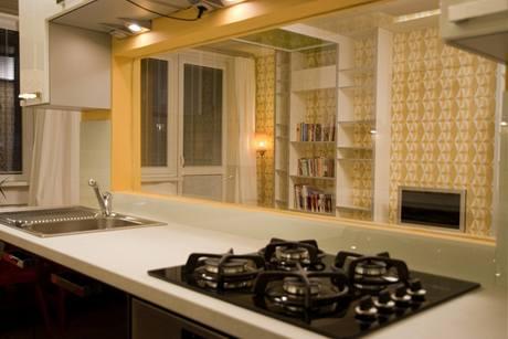 Při vaření lze oknem sledovat televizi nebo pozorovat syna vobýváku