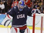 Jessie Vetterová v brance USA ve finále hokejového turnaje ZOH ve Vancouveru.