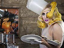 Lady Gaga ráda šokuje svým vzhledem, tentokrát se nechala zajímavě učesat