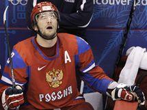 TAK NIC. Zklamaný ruský útočník Alexandr Ovečkin při zápase s Kanadou.