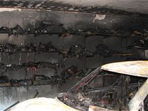 Požár garáže v Brně-Jundrově zničil dvě vozidla