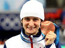 Martina Sáblíková s bronzovou medailí, kterou získala v závodě na 1 500 metrů na ZOH ve Vancouveru.