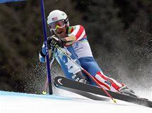 Americký lyžař Bode Miller míjí branku obřího slalomu a vypadává po prvním kole.