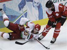 Sergej Kosticin z Běloruska v souboji se Švýcarem Severinem Blindenbacherem.