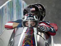Posádka amerického bobu ve složení Holcomb, Mesler, Tamasevicz a Olsen dojíždí do cíle své první finálové jízdy.
