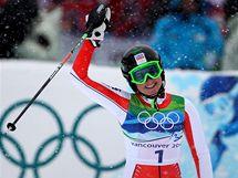 MÁM MEDAILI! Česká sjezdařka Šárka Záhrobská a její radost ze třetího místa ve slalomu.
