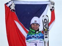 Šárka Záhrobská pózuje fotografům poté, co ve slalomu speciál vybojovala pro Českou republiku bronzovou medaili.