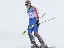 Zklamaný lyžař Bode Miller z USA po nepovedené jízdě olympijského slalomu, kdy závod nedokončil.