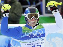 Giuliano Razzoli se raduje z vítězství ve slalomu na ZOH ve Vancouveru.