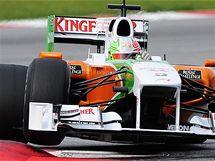 V AUTĚ Z INDIE. Vitantonio Liuzzi s monopostem týmu Force India při testech v Barceloně.