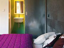 Také pokoj pro hosty má svou koupelnu se sprchovým koutem a WC