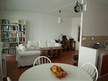 Část příčky mezi kuchyní a obývákem si majitelé vybourali sami