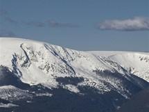 Krkonoše, pohled na horský masiv a Luční boudu