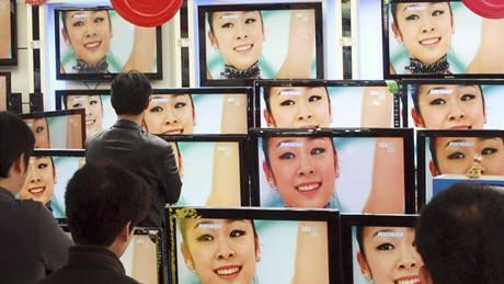 KOREJSKÁ HVĚZDA. Pozdvižení, jaké doma vyvolala krasobruslařka Kim Ju-na světovým rekordem v krátkém programu žen, bylo nevídané. Závod sledovala celá země s při volných jízdách tomu bude stejně.