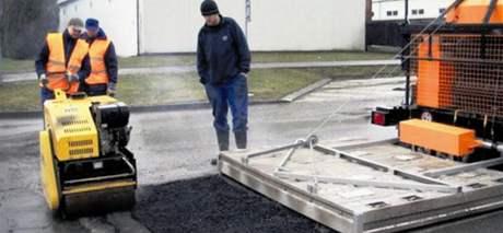 Stroj Silkot dokáže celit díry na silnici i v mrazivém počasí
