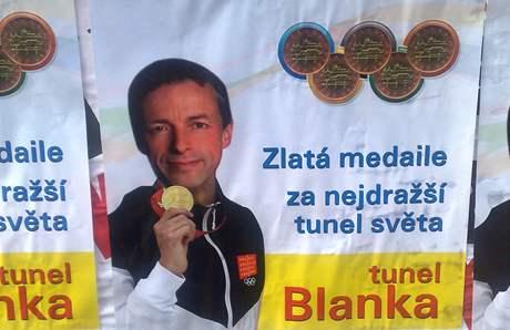 V Praze se objevily předvolební plakáty, keré útočí na pražského primátora a dvojku kandidátky ODS Pavla Béma