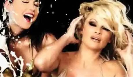 Pamela Andersonová v reklamě, která byla v Austrálii zakázána