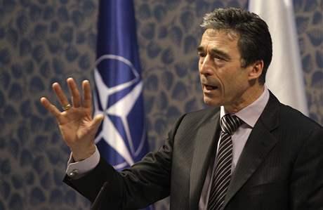 Generální tajemník NATO Rasmussen přijel do ČR apelovat na posílení mise v Afghánistánu
