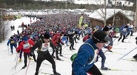 Běžci krátce po startu Vasova běhu