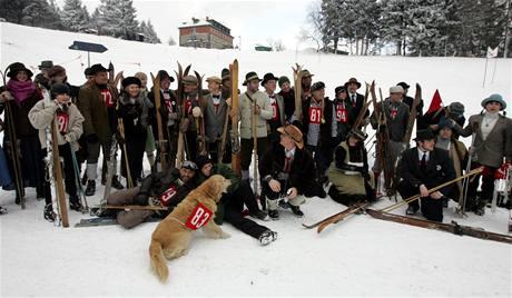 Velké závody v trojkombinaci na historických ski