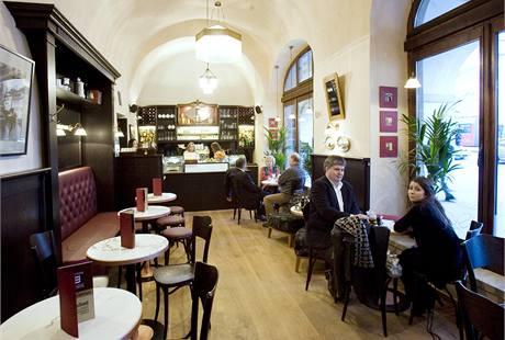 Kavárna v nově zrekonstruované Malostranské besedě.