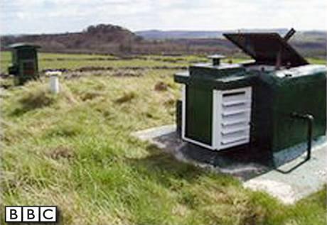 Protijaderný kryt v britském hrabství Derbyshire, který se draží na aukčním webu Ebay.