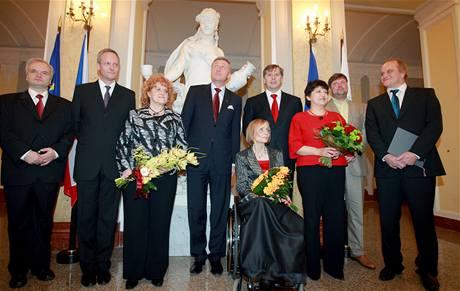 Michael Kocáb (první zprava) jako ministr pro lidská práva ve vládě Mirka Topolánka. (23. ledna 2009)