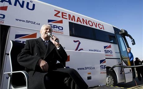Předseda Strany práv občanů - zemanovci Miloš Zeman dnes v Praze představil volební autobus Zemák a zahájil volební kampaň.