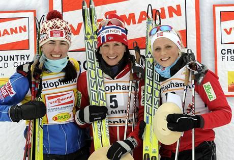 Nejlepší ze skiatlonu v Lahti (zleva): Justyna Kowalczyková,  Marit Björgenová a Therese Johaugová