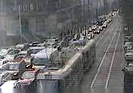 Srážka tramvají nedaleko Náměstí I. P. Pavlova na několik minut znepříjemnila průjezd metropolí.