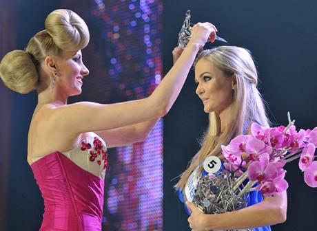 Vítězky slovenské Miss Universe 2010: vítězka Anna Amenová s nejdražší korunkou