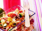 Těstovinový salát.