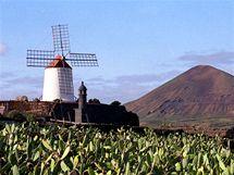 Větrný mlýn u obce Guatiza