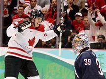 Kanaďan Sidney Crosby se raduje z vítězného gólu v hokejovém finále s USA. (28. února 2010)