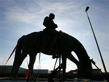 Převoz jezdecké sochy TGM ze slévárny v Horní Kalné do Lán. (4. března 2010)