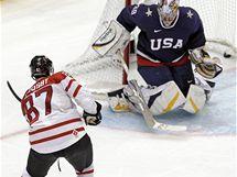 A JE V KLECI. Sidney Crosby právě vstřelil vítězný gól Kanady v prodloužení olympijského turnaje.