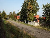 Parcela na okraji Karlových Varů nabízí výhled daleko do krajiny