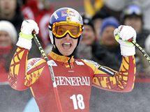 Kanaďan Erik Guay slaví výhru v super-G v norském Kvitfiellu