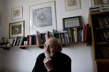 Zbyněk Hejda ve svém pražském bytě, březen 2010