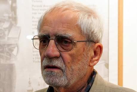 Spisovatel a autor nakladatelství Hejkal Jiří Stránský na havlíčkobrodském knižním veletrhu, rok 2007