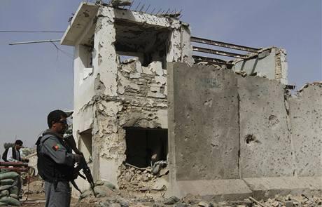 Následky výbuchů v Kandaháru. (13. března 2010)