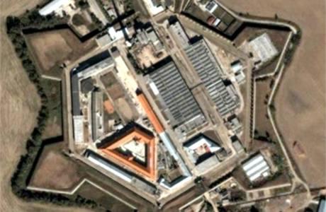 Letecký pohled na věznici Leopoldov na Slovensku.