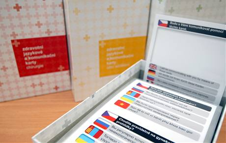 Zdravotní jazykové a komunikační karty, které mají usnadnit cizincům komunikaci u lékaře.