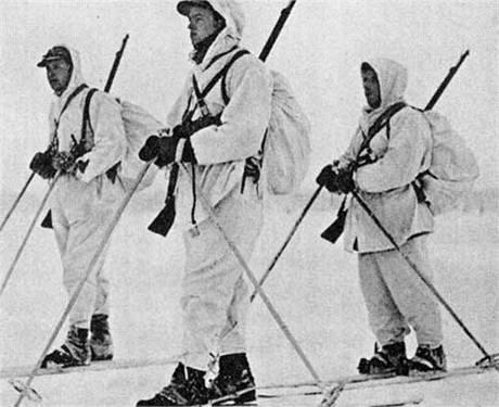 Za značnou část úspěchů Finové vděčili schopnosti operovat v zimním terénu. Na snímku norští dobrovolníci.