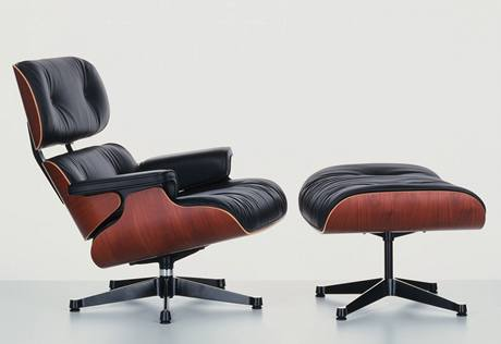 Ergonomicky dokonalé křeslo z roku 1956 od Charlese a Ray Eamesových těžko někdo překoná
